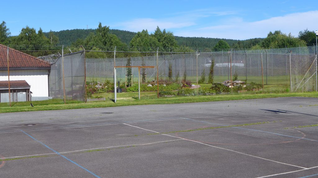 'Sports and long walks aren't for everyone,' says Nils Leyell Finstad. There are also plans to resurface the big sports yard and to put in place new furniture and decoration. The gate between the two areas of the yard is open when the inmates are outdoors so as to provide as much freedom of choice as possible. It takes the prison officers a bit longer to inspect the garden before the inmates are allowed outside, but there have not been any more incidents here than normal. Security has been maintained by using extra barbed wire reinforcements on the roofs of adjacent houses and improving video surveillance.