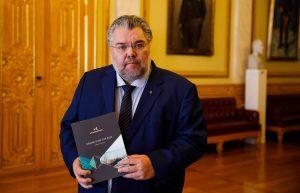 Andre visepresident Morten Wold har mottatt årsmeldingen fra Sivilombudsmannen